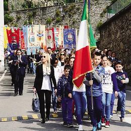 Ventiquattro comuni  ricordano la Liberazione  Partigiano tra i bambini