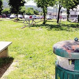 Oggiono: «I giardinetti  fanno pietà»  I cittadini contro il Comune