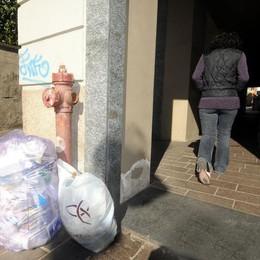 Smaltimento irregolare dei rifiuti  Multe da cento euro ogni condominio