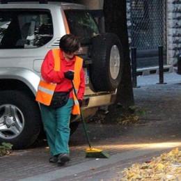 Viale Turati boicotta la pulizia strade  Nessuno sposta le auto