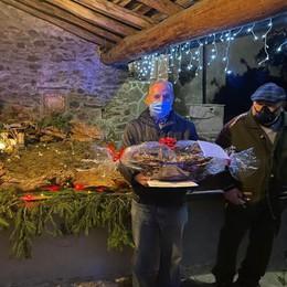 Furto al presepe, i carabinieri  donano le  nuove statuine