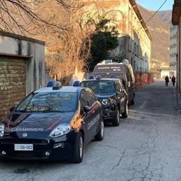 Aree dismesse, blitz dei carabinieri  E spuntano altri resti di bivacchi