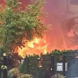 ESPLOSIONE IN UNA VILLETTA  MORTO RAGAZZO DI 21 ANNI   VIDEO: il momento dell'esplosione