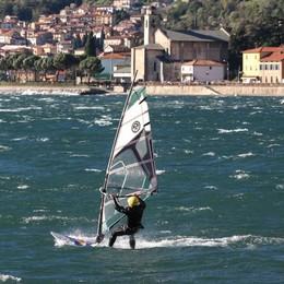 Gera, l'assalto dei surfisti come in estate  «La polizia provinciale faccia i controlli»