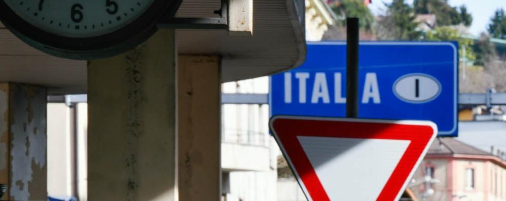 I focolai in Ticino spaventano Como  «Il virus è stato sottovalutato»
