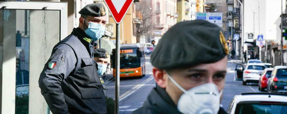 Virus, allarme a Como  per i focolai in Ticino  Scattano nuove misure