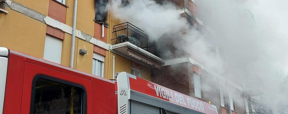 Malgrate, Incendio nella palazzina  Non ce l'ha fatta la donna intossicata
