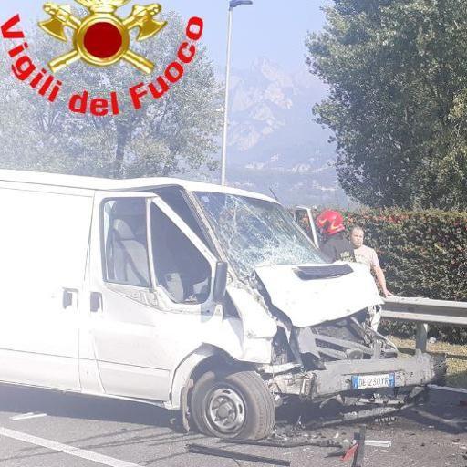 Pescate, doppio incidente in via Roma  Traffico paralizzato ovunque per ore