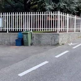 Lecco, pericoloso l'ingresso a scuola  In strada troppe auto e moto