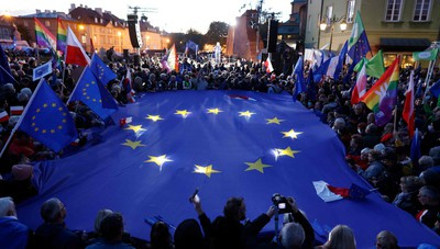 Per l'Eurocamera la sentenza della Corte costituzionale polacca è illegittima