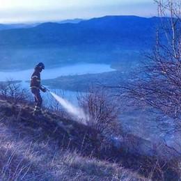 Esino e Civate, bruciano i boschi  sul Monte Croce e sul Cornizzolo