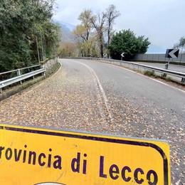 Mandello, rischio frane: ancora chiusa   la strada Lariana