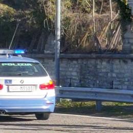 Trovato morto in una piazzola di sosta sulla 36 a Varenna