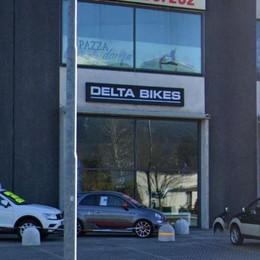 Colico: usano un furgone come ariete  E rubano bici per ottantamila euro
