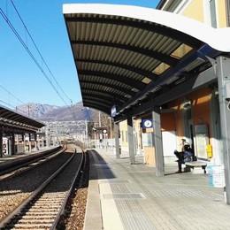 Aggressione alla stazione di Calolziocorte  In quattro si scagliano su uno straniero