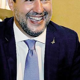 Il piede di Salvini  in due scarpe strette