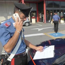 Erba, rubano il borsello in auto  In pochi minuti spariti 500 euro