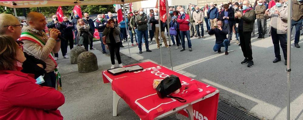 Lecco. duecento a sostegno della Cgil  «La democrazia è sotto attacco»