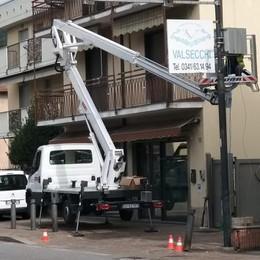 Calolziocorte: installata una telecamera sul semaforo. Controlli maggiori per chi va a Bergamo