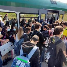 Oggiono, gli studenti denunciano  «Treni, la situazione è drammatica»